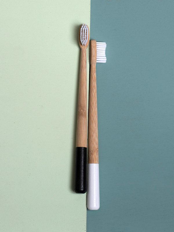Zwart wit bamboetandenborstel